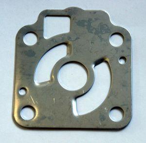 3C8-65025-0. Пластина нижняя помпы